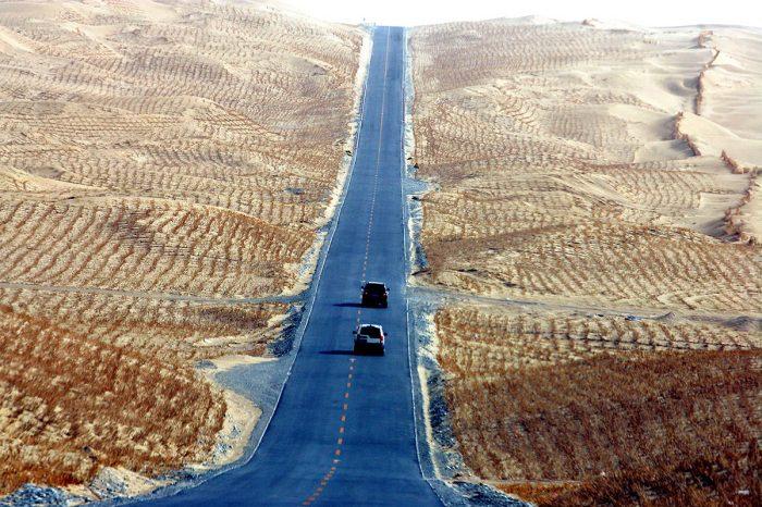 新疆沙漠公路穿越