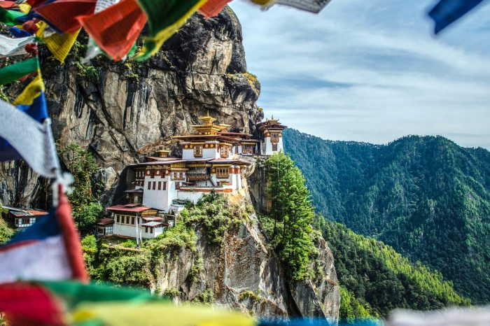 Bhutan: Land of Thunder Dragon
